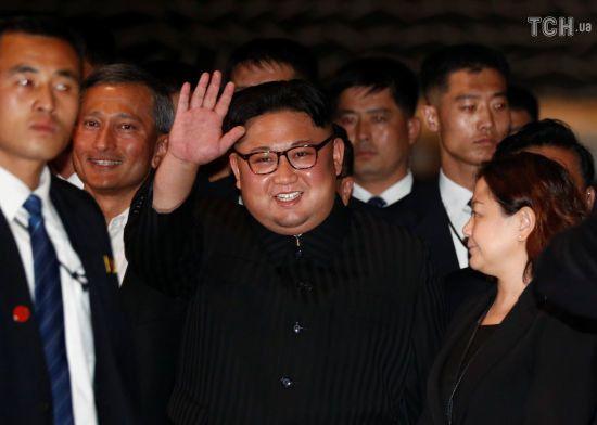 Історичний саміт США-КНДР. Кім Чен Ин прогулявся вечірнім Сингапуром