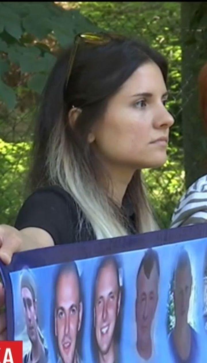 В Берлине родственники украинских бойцов требуют освобождения военнопленных