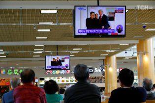 """Трамп заявил о дружеском отношении к Ким Чен Ыну и назвал его """"сильным лидером"""""""
