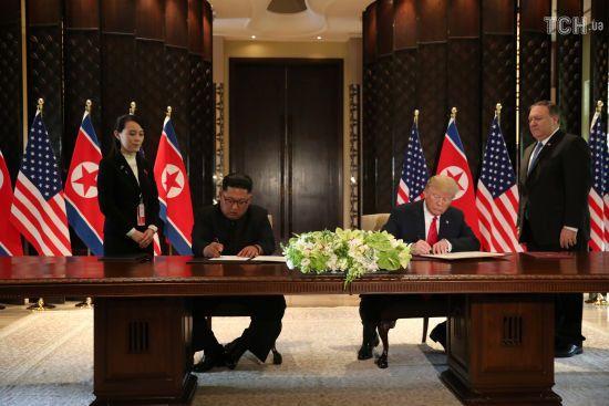 Захист в обмін на денуклеаризацію. Про що домовилися Трамп та Кім Чен Ин у Сингапурі