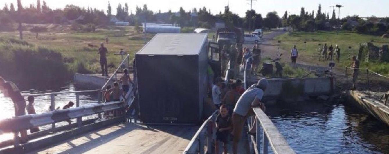 На Николаевщине под фурой провалился в реку мост