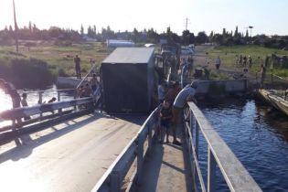 На Миколаївщині під фурою провалився у річку міст