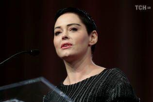 """Зірці серіалу """"Всі жінки - відьми"""" Роуз МакГавен офіційно висунули звинувачення у зберіганні кокаїну"""