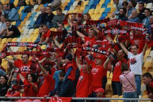 """Президент """"Вереса"""" показав атестат на допуск у футбольну Другу лігу"""
