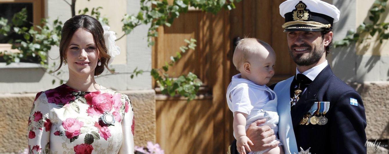 В красивом платье и лаковых туфлях: красивая принцесса София с семьей на крестинах принцессы Адриенн