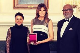 Элегантная и красивая: Мелания Трамп в эффектном образе на гала-концерте