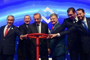 Порошенко сподівається отримувати газ з Азербайджану через Румунію