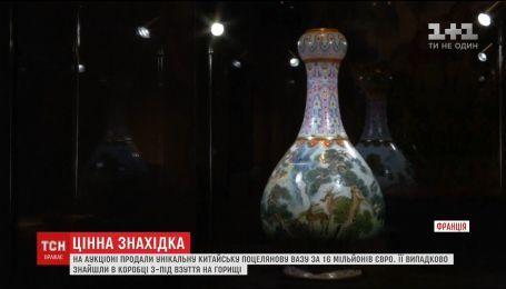 """На аукционе """"Сотби"""" продали уникальную китайскую фарфоровую вазу за 16 миллионов евро"""