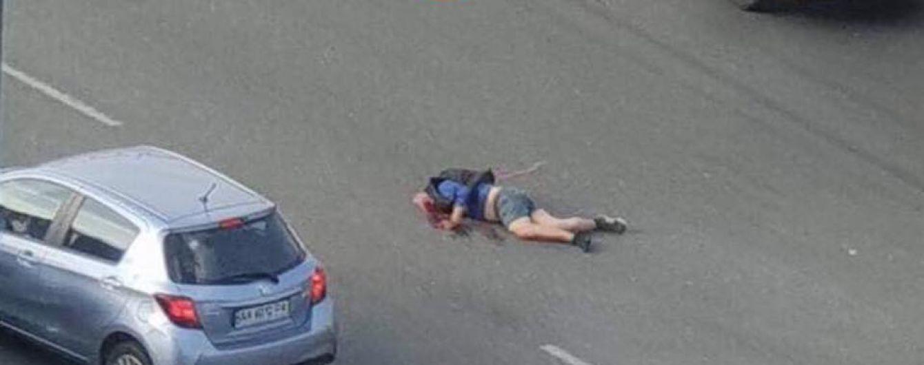 До пешеходного перехода было 80 метров. В столице нарушителю ПДД оторвало голову