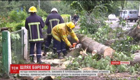 Черновцы накануне накрыл мощный ураган
