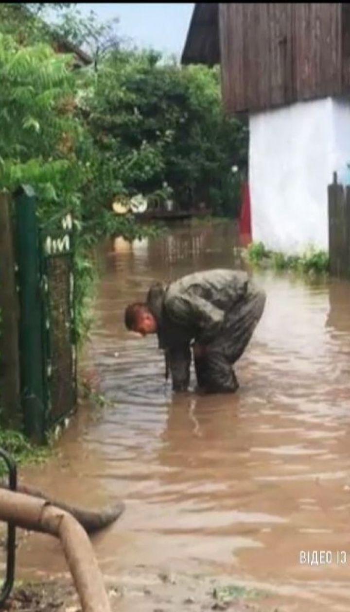 Грозова стихія потрощила дахи та зіпсувала врожай на Західній Україні