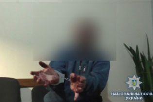 Тройное убийство на Сумщине: пенсионер зарезал собственного сына и застрелил его друзей