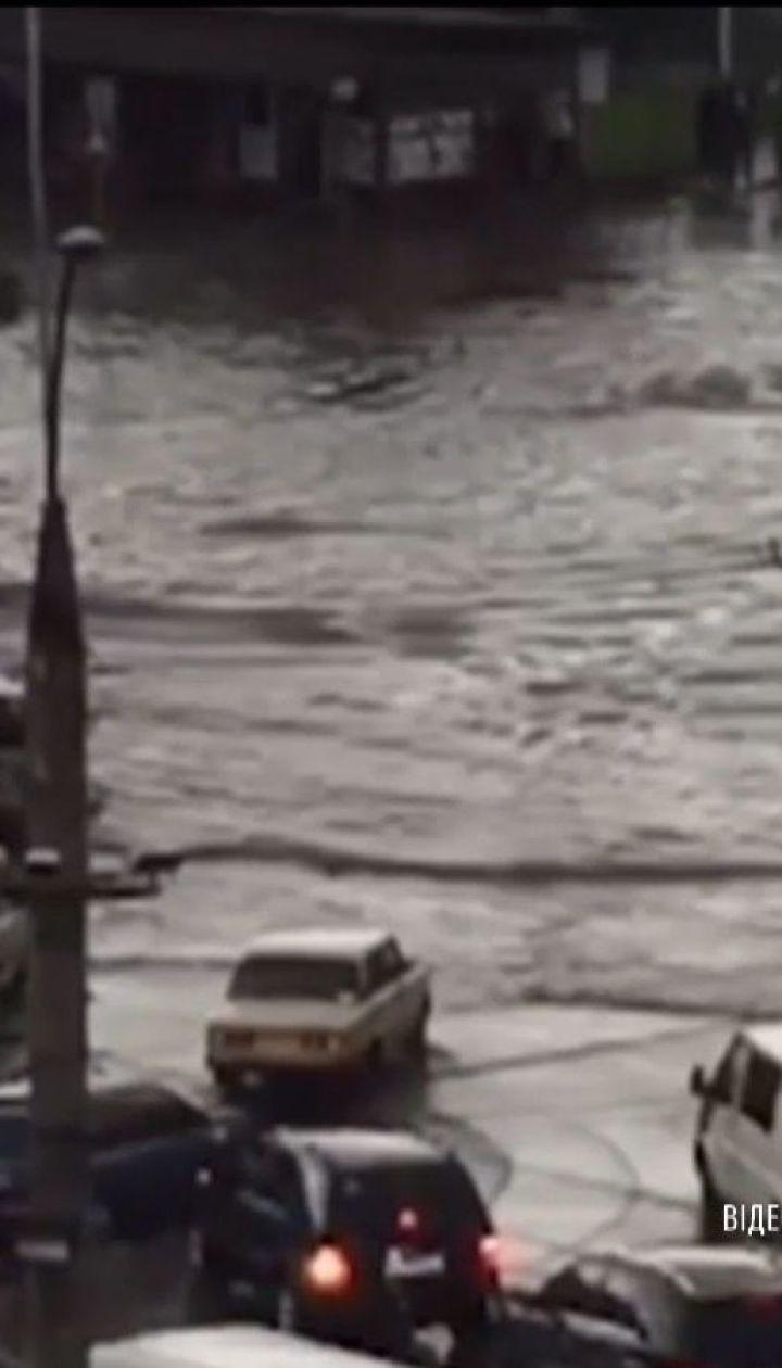 Вулиці Чернівців перетворилися на річки