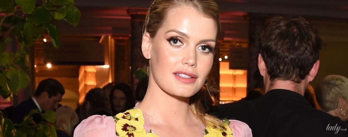 В полупрозрачном платье с декольте: сестра британских принцев леди Китти Спенсер на вечеринке