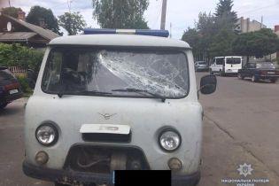 На Рівненщині півсотні копачів побили правоохоронців та пошкодили поліцейські авто