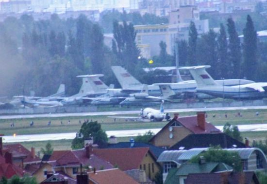 """Из-за инцидента с самолетом аэропорт """"Киев"""" закрыли на пять часов"""