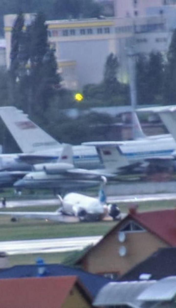 """Як трясло літак під час посадки. У Мережі виклали ще одне відео інциденту в аеропорту """"Київ"""""""
