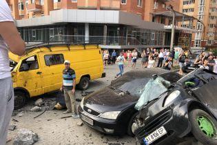 Страшная авария в Ирпене: водитель BMW на большой скорости снес остановку и разбил еще три автомобиля