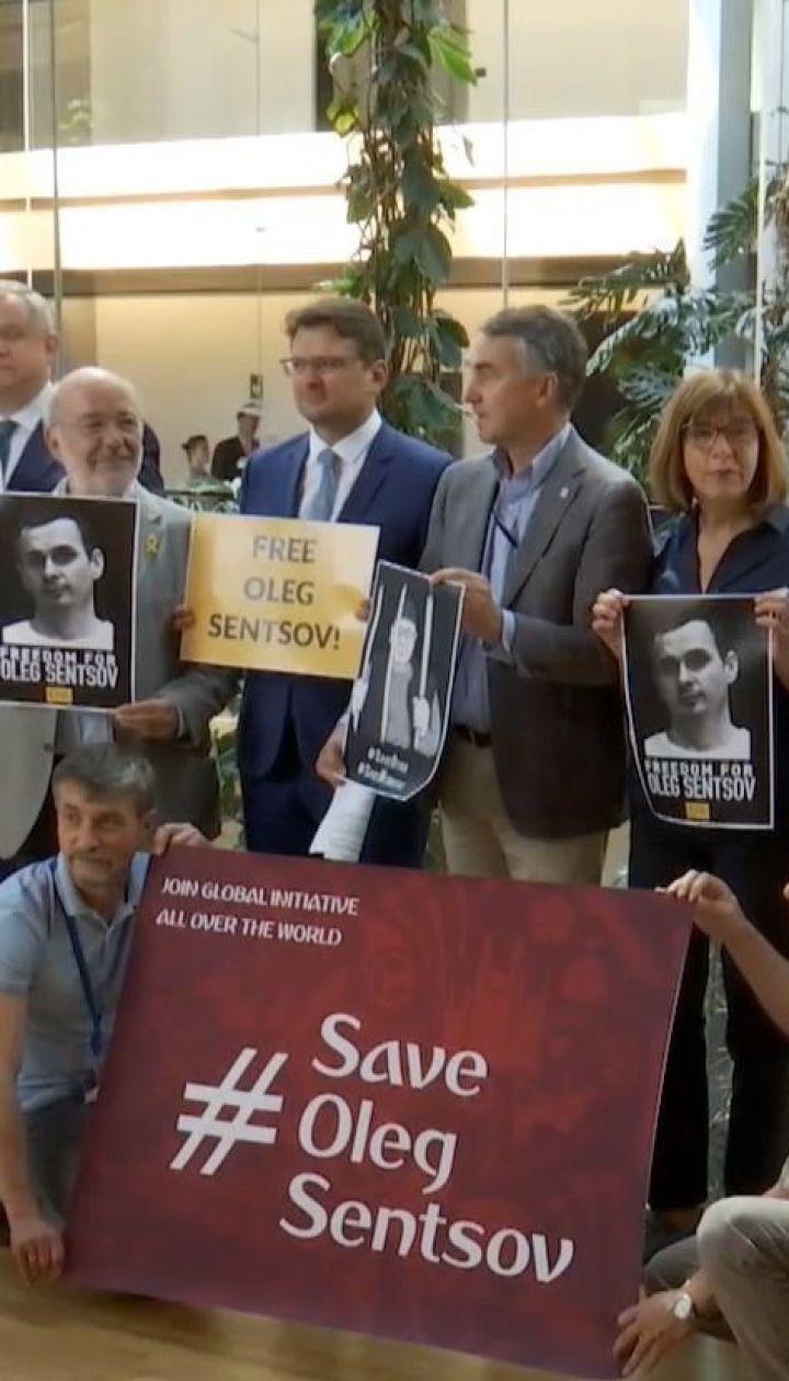 Європарламент вимагає негайно звільнити 70 заручників Кремля
