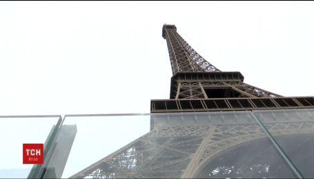 Ейфелеву вежу для захисту від терористів огородять триметровим скляним парканом