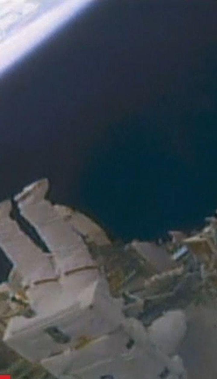 Американские астронавты вышли в открытый космос, чтобы установить камеры