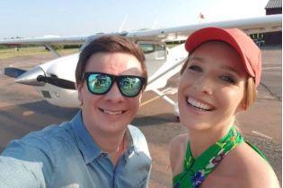 Дмитрий Комаров покатал Екатерину Осадчую на самолете над Киевом