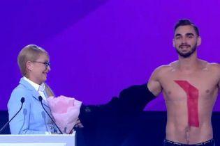 Перед Юлією Тимошенко оголився чоловік