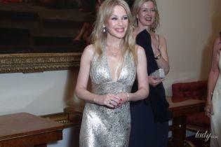 Надела платье с декольте и кокетничала с принцем Уильямом: Кайли Миноуг в Букингемском дворце