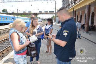 """Сутенерка із Запоріжжя пропонувала щомісячний хабар поліцейському за """"кришування"""""""