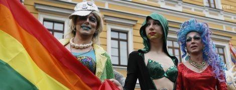 """Травести-дивы на платформе и около трех тысяч участников шествия: в центре Киева прошел """"Марш Равенства"""""""
