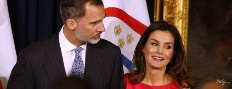 В розовом платье от любимого бренда: королева Летиция с мужем находится с визитом в США