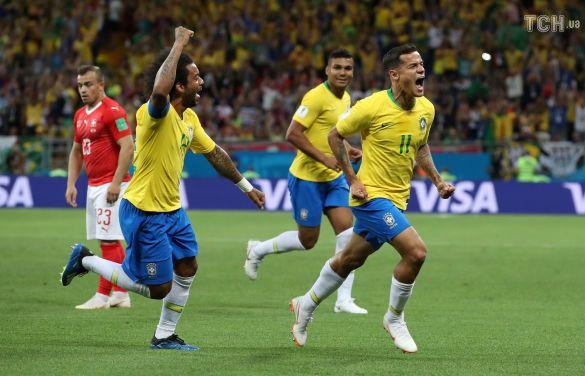Збірна Бразилії святкує забитий м'яч