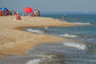 Безопасно ли ехать отдыхать на Азовское море и действительно ли там купаются под канонаду военных