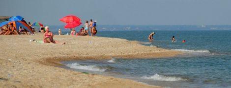 Чи безпечно їхати відпочивати на Азовське море та чи справді там купаються під канонаду військових