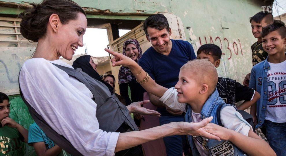 """Анджелина Джоли побывала в бывшей """"столице"""" """"Исламского государства"""" в Ираке"""