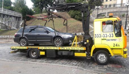 Киевские власти постепенно объявляют войну стихийным парковкам автомобилей