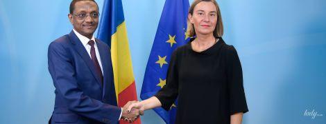 Два деловых образа главы дипломатии ЕС: черное платье vs яркий жакет