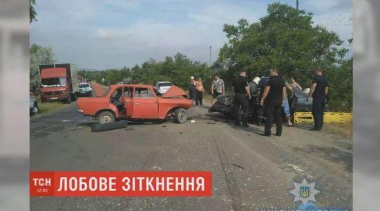 Смертельне зіткнення на Одещині: загибель винуватця і травмування 5 осіб