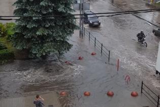 В Тернополе 15-минутный ливень затопил несколько улиц