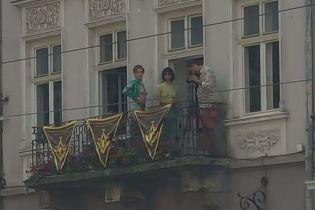 У центрі Львова навпроти міськради влаштували оголену фотосесію