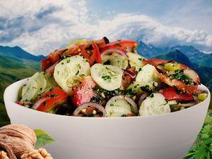 Грузинський салат з волоськими горіхами