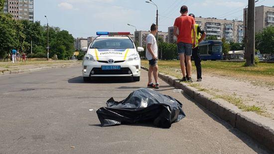 У Києві під час поїздки на велосипеді помер 74-річний чоловік