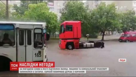 Ливень с градом затопил Луцк