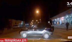 У Чернівцях від поліцейських втекла їхня автівка і ледь не спричинила ДТП