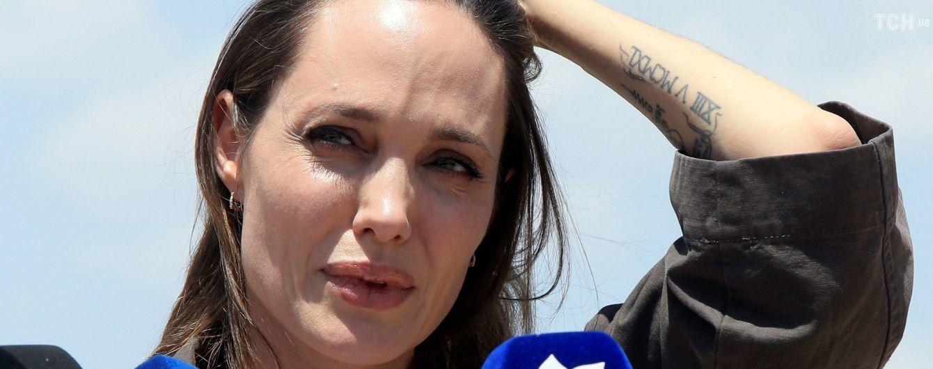"""Анджеліна Джолі відповіла хейтерам, які назвали її """"заздрісною матір'ю та параноїком"""""""