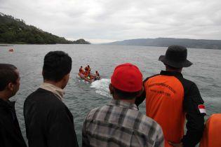 В Індонезії затонув пором. На борту перебувало 80 осіб