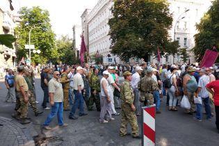 Мітингувальники перекрили центр Києва
