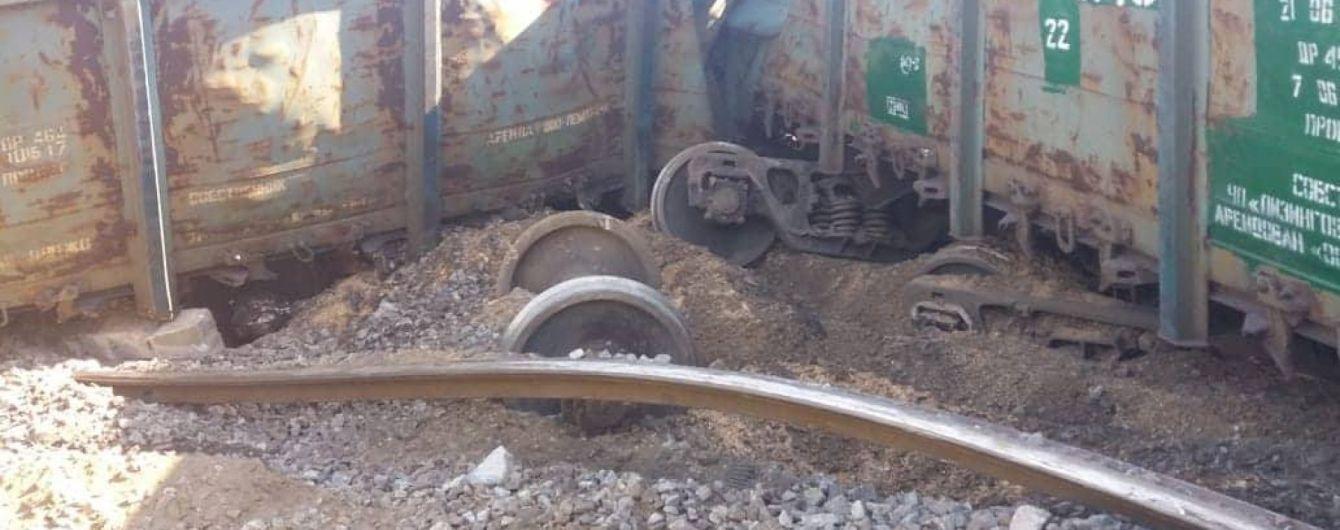 В Днепре поезд сошел с рельсов: воры украли колею