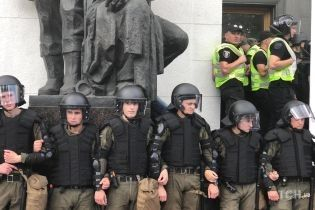 Штурм Рады и раненые полицейские. В МВД отчитались о митинге под парламентом