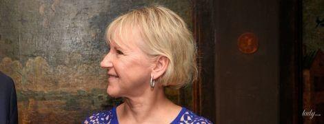 В синем платье с ажурными рукавами: министр иностранных дел Швеции Маргот Вальстрем на заседании